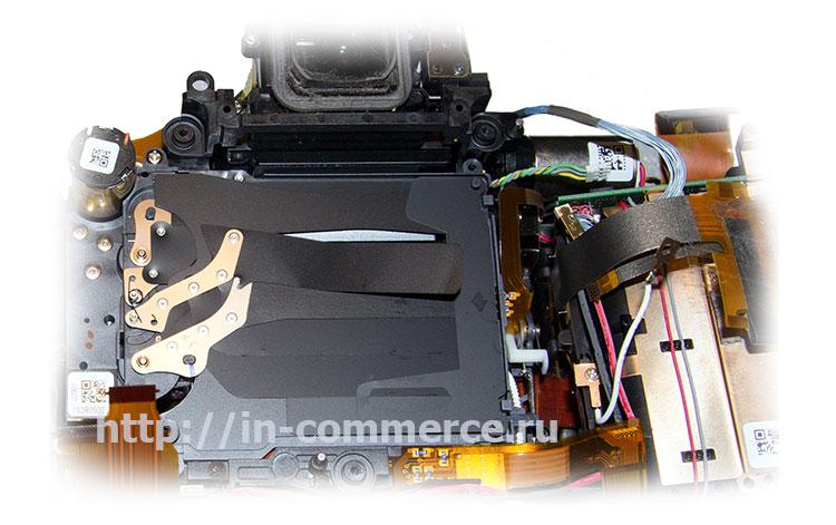 Фото блока затвора зеркального фотоаппарата Nikon D750 с поврежденными шторками