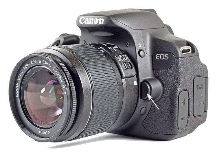 Место установки кнопки разблокировки объектива камеры Canon EOS