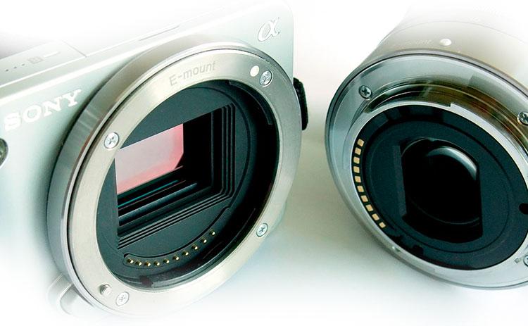 Фотокамера и объектив Sony с байонетом E-mount