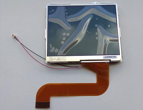 Внешний вид дисплея для компактных цифровых фотоаппаратов Olympus FE180; Olympus FE190; Nikon Coolpix P3, Nikon Coolpix P4; Pentax M20; Sanyo S70.