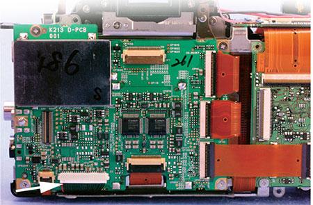 Место установки шлейфа CH2-8373 в зеркальном фотоаппарате Canon EOS 5D